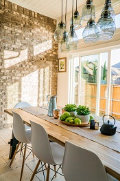 sunny-diningroom-home-staging-sells-homes