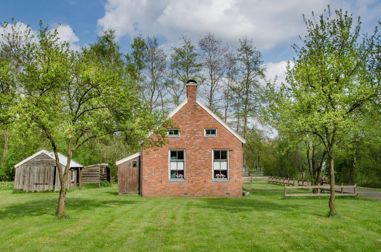 rural-suburb-house-surprises