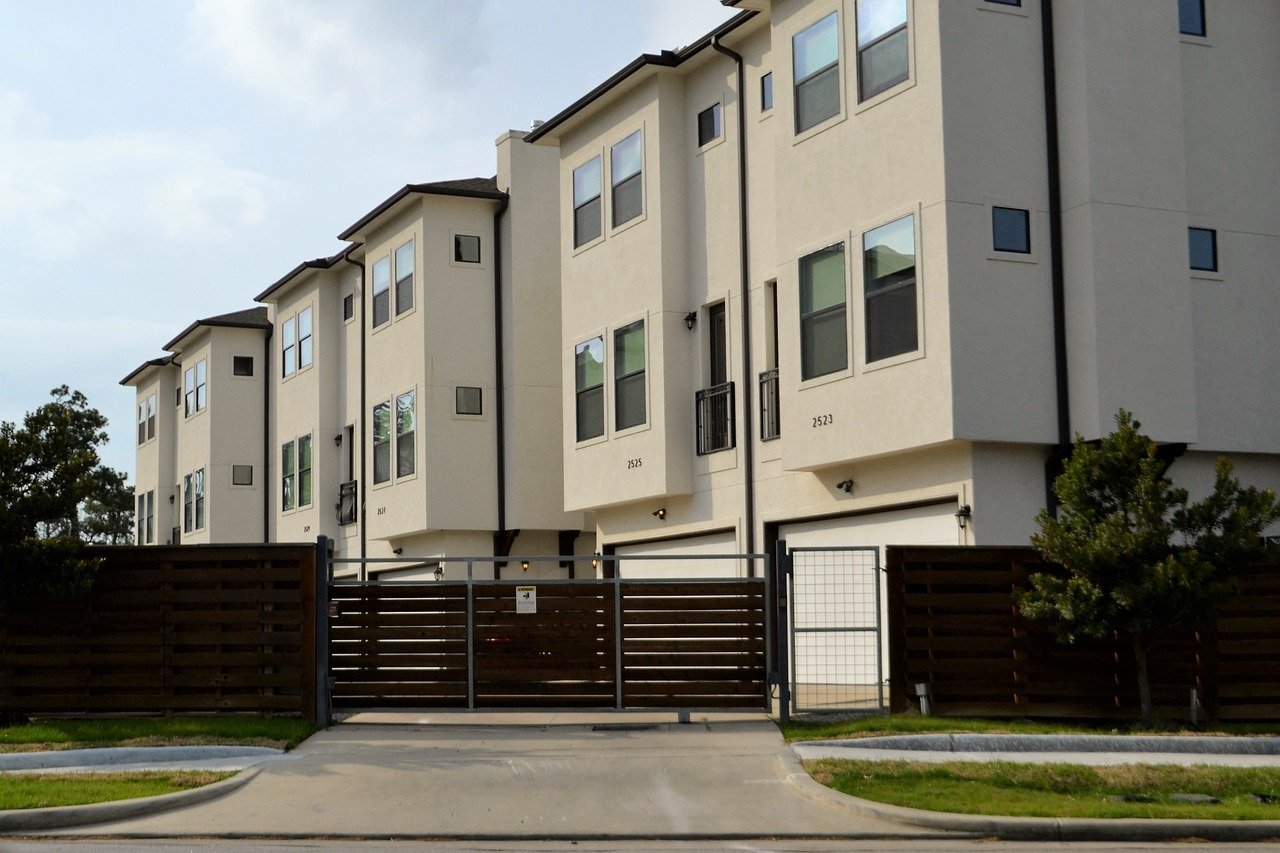 apartment-complex-qualify-for-mortgage-by-paying-rent-Fannie-Mae