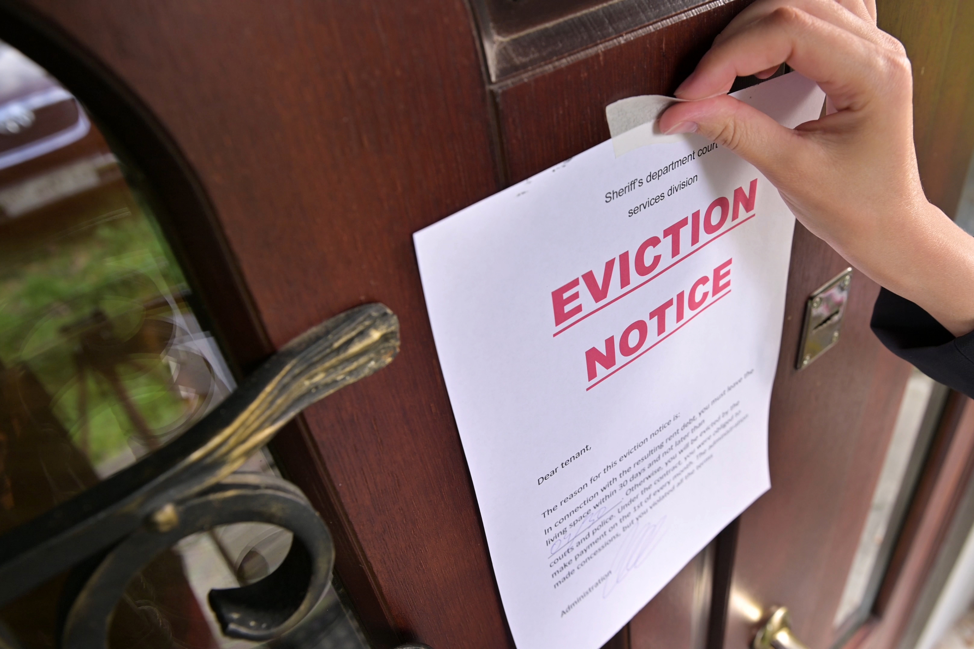 eviction-notice-front-door-avoiding-eviction-finding-alternative-housing